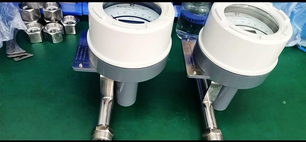 Metal tube rotameter with transmitter 1